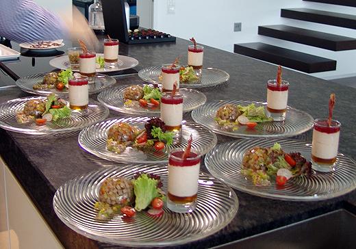 Zum Tafelspitz-Sulz gab es  noch Verinne mit Madeiragelee - Räucherschinkenmousse - Sauce Cumberland - knuspriger Iberico-Schinken-Chip (von unten nach oben).