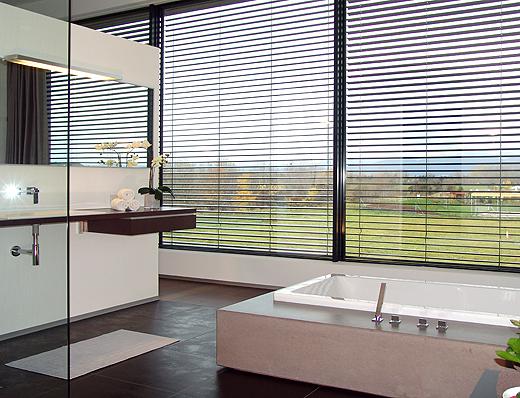Vom Badezimmer mit Betonbadewanne und Panoramasicht gibts auch noch ein neues Foto