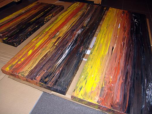 Das 3-Teilige Bild ist im Format 320 x 40 cm. Die beiden Außenteile sind 120 cm breit, das mittlere 80 cm. Acrylfarben wurden auf die Leinwand aufgetragen und mit einer Spachtel verarbeitet - ganz ohne weiteres Werkzeug oder Pinsel.