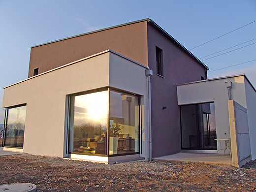 .. und die Rückseite mit kleiner Terrasse ...