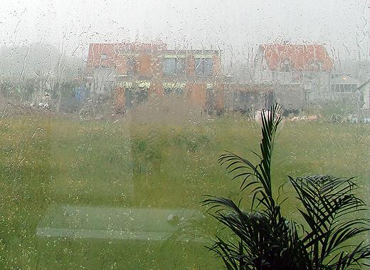 Man sah kaum bis zum Nachbarshaus, so stark war der Regenguß.