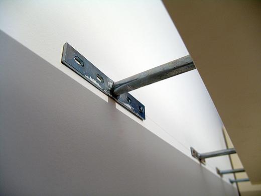 Für die Montage der Wandboards braucht man schweres Werkzeug. 4 richtig massive Bolzen pro Board und jeweils noch 4 Schrauben pro Bolzen - wenn das nicht hält.