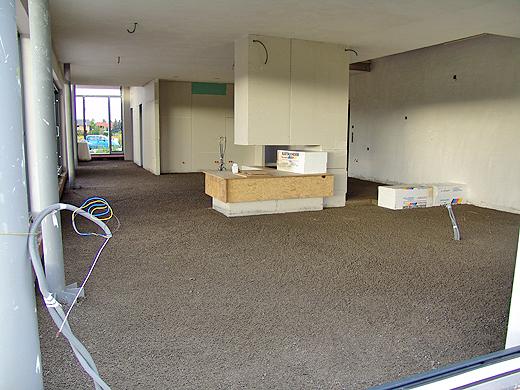 Jetzt kann man die wirkliche Größe des Wohnzimmers schon besser abschätzen ...