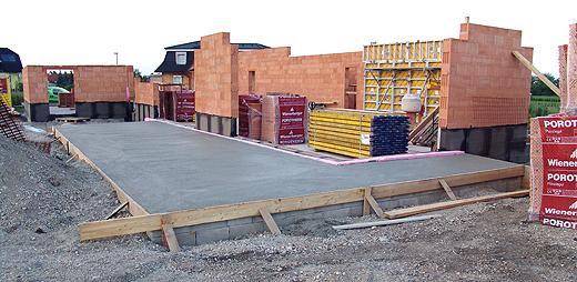 Der Unterbeton für die große Südwest-Terrasse