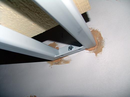 """Die Unterkonstruktion wurde 2x geklebt und 1x geschraubt. Darüber kommen dann die Treppenstufen """"gestülpt""""."""