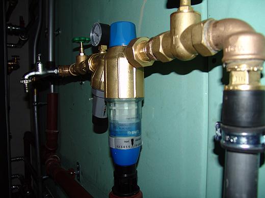 Seit gestern sind wir an das öffentliche Wasserleitungsnetz angeschlossen.