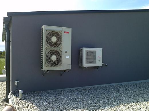 Wärmepumpe (l.) und Klimaanlage (r.).