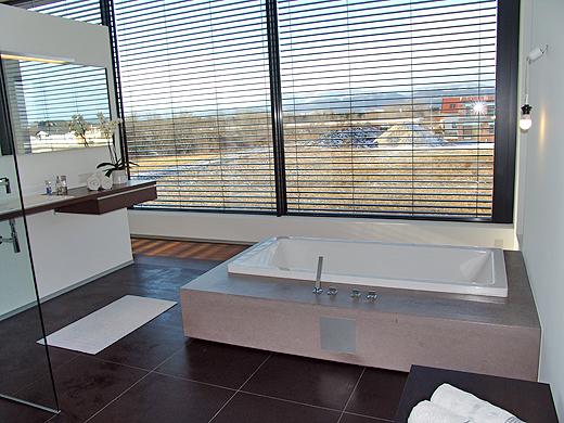 Die Aussicht aus der Wanne ist herrlich. Ein Glas Sekt oder Tasse Kaffee in der Badewanne ist entspannung pur.