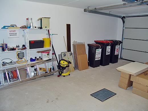 Die Garage haben wir am Wochenende aufgeräumt. Das musste einfach sein - so ein Saustall wie da war ...