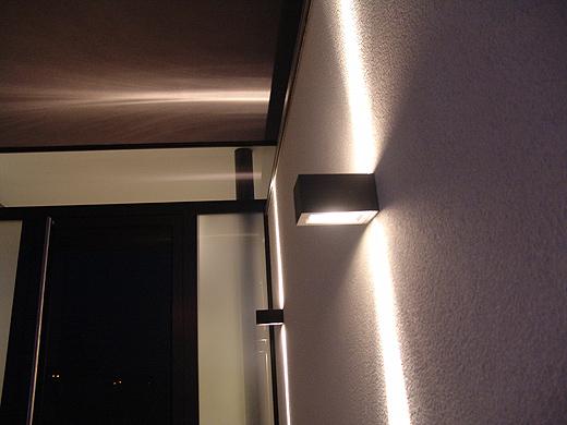 Abends heißt eine stimmungsvolle Eingangsbeleuchtung unsere Gäste willkommen.