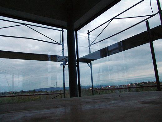 Das Südostfenster bei Dämmerung. Freu mich schon wenn es drinnen schön warm ist und draußen Schnee liegt...
