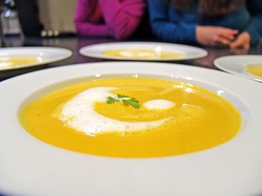 Suppe: Kürbiscremesuppe mit Milchschäumchen