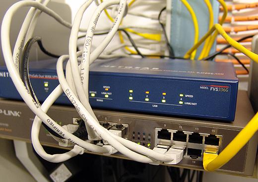 Jürgens PC bekam nun eine USB-Gigabit-Ethernet Netzwerkkarte und ich einen neuen 16-Port Gigabit Switch für die Technik.