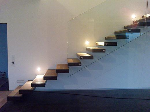 freitragende treppe whitecube wiener neustadt. Black Bedroom Furniture Sets. Home Design Ideas