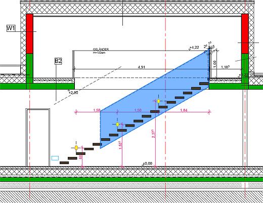 18 freischwebende Holztreppen, die von der Betonwand (die noch verputzt wird) herausragen. Ab der 5. Stufe gibt es eine Absturzsicherung aus Glas.