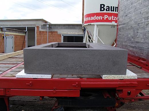 Die Betonumrandung für die Badewanne und der Betonunterbau wurden von Kölbl-Betonwerk geliefert.