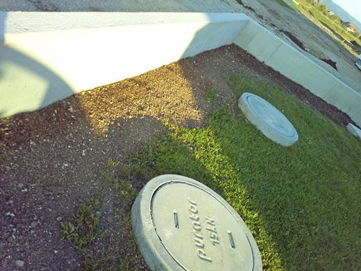 Vorübergehend wurde die Fläche begradigt und Gras ausgesäht.