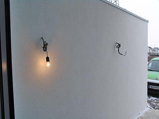 Die Glühbirne beim Eingang musst nun endlich schönen Außenleuchten weichen ...