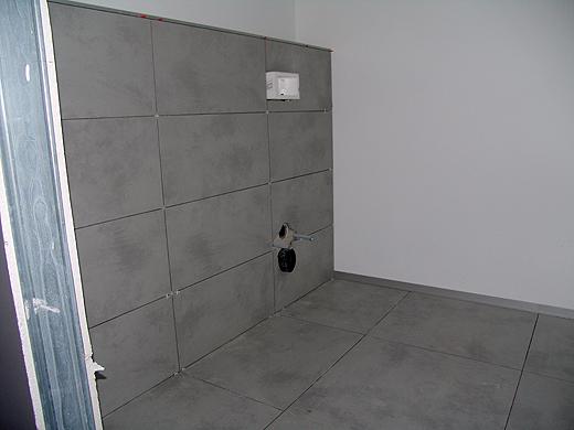 Das Gäste-WC wurde auch schon fertig verfliest.