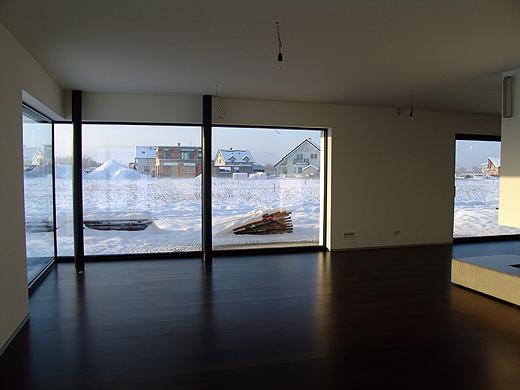 In ein paar Tagen wird sich das Wohnzimmer mit Möbel füllen, dann gleicht es nicht mehr einem Baketballfeld ;-) .